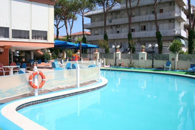 Hotel zenith pinarella di cervia ra 3 stelle sup for Bagno 3 stelle pinarella