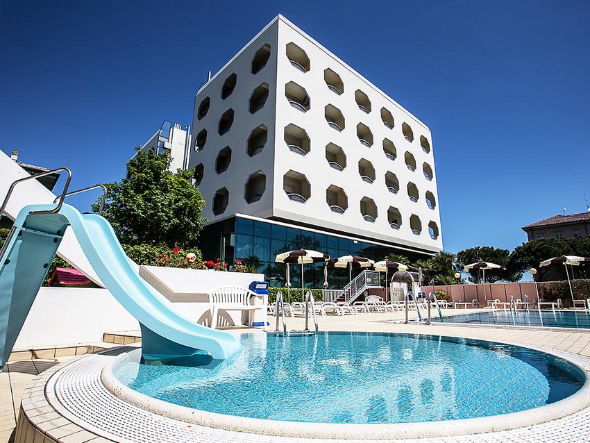 Hotel san pietro cesenatico fc 4 stelle - Piscina san pietro in gu ...